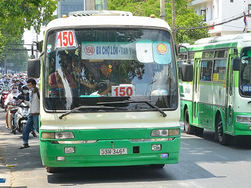 Nhiều tuyến xe buýt trùng lắp trên đường Điện Biên Phủ, TP HCM Ảnh: TẤN THẠNH