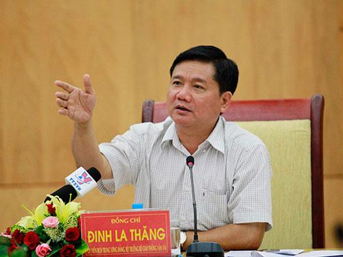 Bộ trưởng Bộ Giao thông Vận tải Đinh La Thăng khẳng định sẽ có giải pháp hạn chế ùn ứ tại các cảng, tạo điều kiện cho doanh nghiệp hoạt động Ảnh: HOÀNG TRIỀU