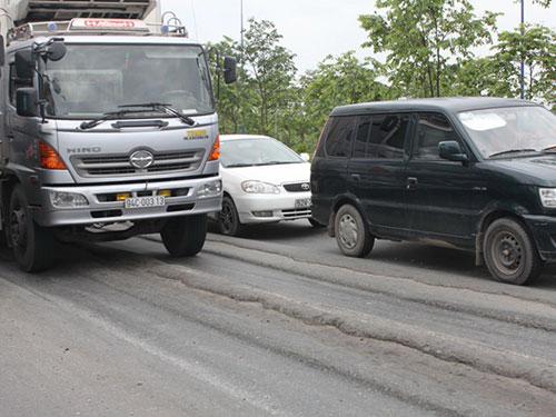 Đại lộ Đông - Tây (TP HCM) mặc dù được khắc phục nhiều lần nhưng vẫn bị lún