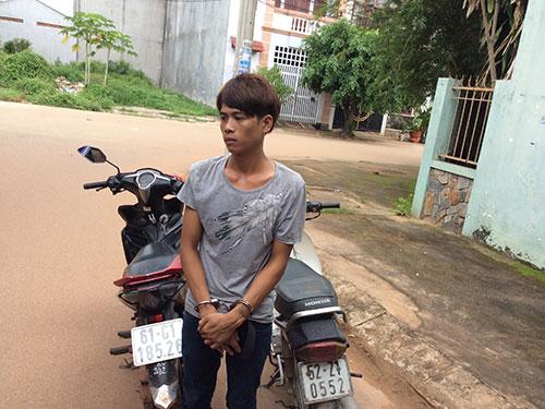 """Nguyễn Bá Doanh bị các """"hiệp sĩ"""" bắt giữ cùng tang vật"""