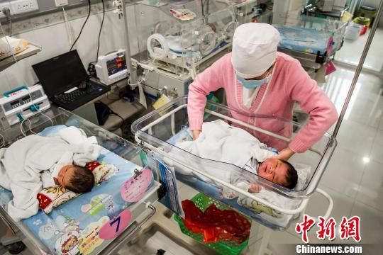 Trẻ sơ sinh hơn 7 kg