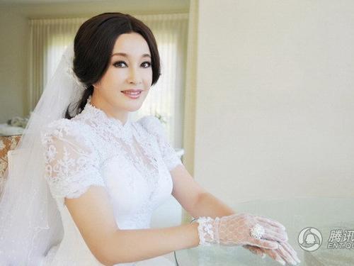 Và trong đám cưới lần thứ 4 của bà