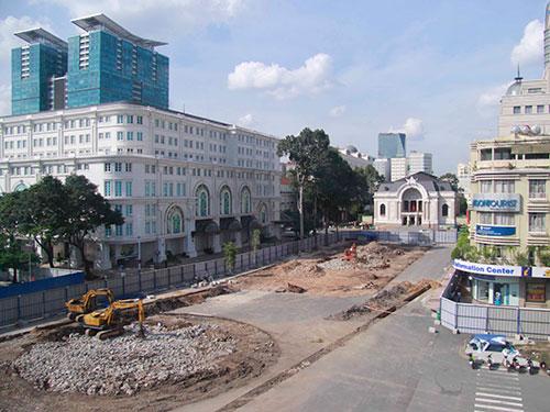 Khu vực xây nhà ga ngầm Nhà hát Thành phố thuộc tuyến metro số 1 Ảnh: HOÀNG TRIỀU