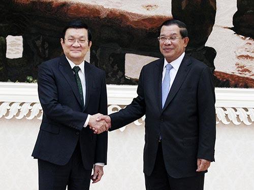 Chủ tịch nước Trương Tấn Sang gặp Thủ tướng Vương quốc Campuchia Hun Sen Ảnh: TTXVN