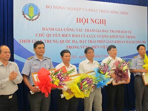 Các tập thể, cá nhân trong lực lượng kiểm ngư được Bộ Nông nghiệp và Phát triển nông thôn tặng bằng khen