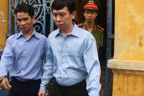 Phan Cao Trí (bìa phải) và thuộc cấp