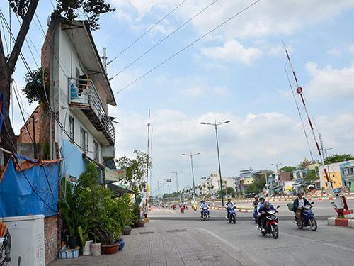 Nhà xây dựng trái phép trên đường Phạm Văn Đồng (TP HCM) Ảnh: TẤN THẠNH