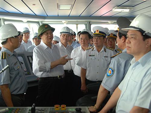 Thủ tướng Nguyễn Tấn Dũng thị sát tàu kiểm ngư mang số hiệu KN-781