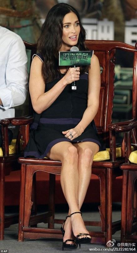 Megan tươi rói trò chuyện trong buổi quảng bá phim