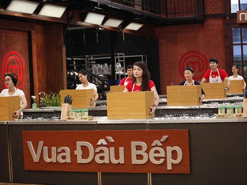 Tốp 7 Vua Đầu bếp sẵn sàng khám phá nguyên liệu trong Chiếc hộp bí mật (ảnh do BHD cung cấp)