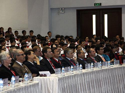 Leg: Các đại biểu tại lễ khai mạc CISIM 2014