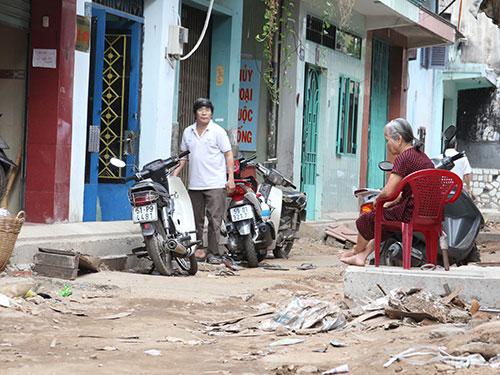 Mặt đường Tái Thiết, phường 11, quận Tân Bình, TP HCM rất nham nhở