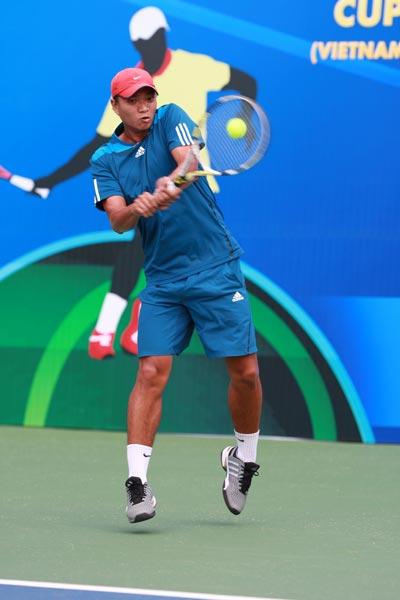 Phạm Hữu Vinh, tay vợt trẻ TP HCM gây bất ngờ trong ngày thi đấu đầu tiên Ảnh: NGỌC THẮNG
