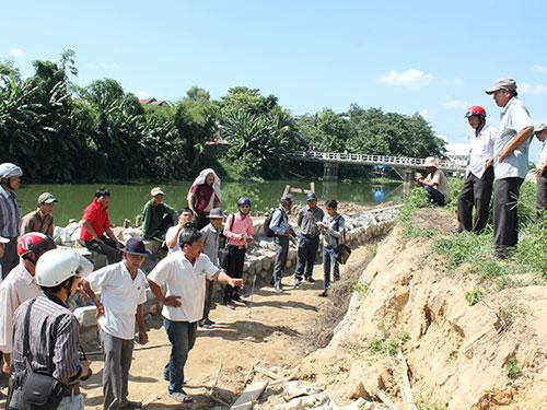 Hiện trường thi công công trình kè chống sạt lở sông Như Ý (tỉnh Thừa Thiên - Huế) - nơi được cho là đã có 23 ngôi mộ bị mất