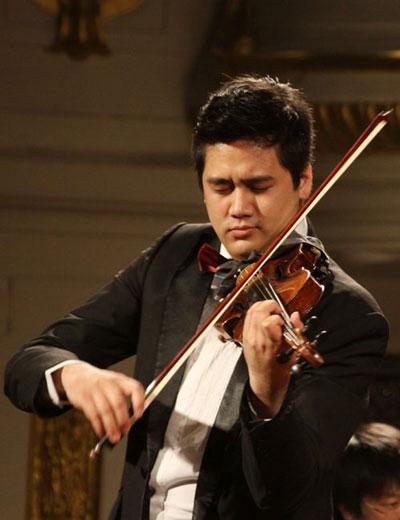 Nghệ sĩ violon Bùi Công Duy biểu diễn trong chương trình Giai điệu mùa thu Nguồn: HSBO