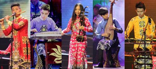 Năm nghệ sĩ trẻ biểu diễn trong chương trình Nàng sen Ảnh: KIM KHÁNH