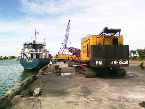 Dù mùa hè là thuận lợi nhất trong năm nhưng tàu hàng cập cảng Thuận An vẫn rất ít Ảnh: QUANG NHẬT