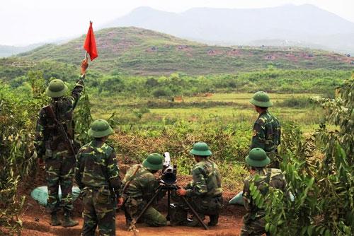 Khẩu đội SPG – 9 thuộc Tiểu đoàn 15 (Sư đoàn 3) lấy phần tử bắn và tiêu diệt mục tiêu.
