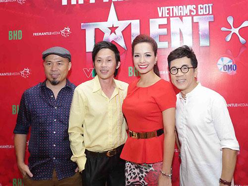 Bộ tứ giám khảo NSƯT Thành Lộc, cựu người mẫu - MC Thúy Hạnh, nghệ sĩ Hoài Linh và nhạc sĩ Huy Tuấn  Ảnh: BHD