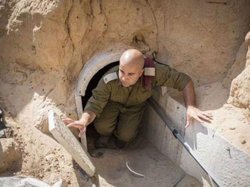 Một trong 36 miệng đường hầm của Hamas mà Israel phát hiện trên lãnh thổ của mình Ảnh: THE INDEPENDENT