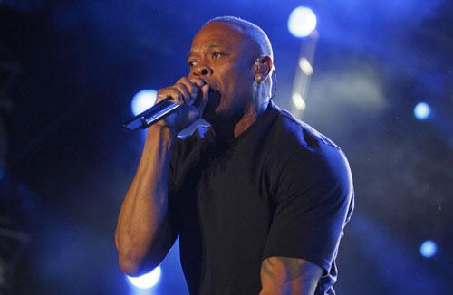 Dr. Dre biểu diễn trong một đêm nhạc hội tại California, Mỹ Nguồn: REUTERS
