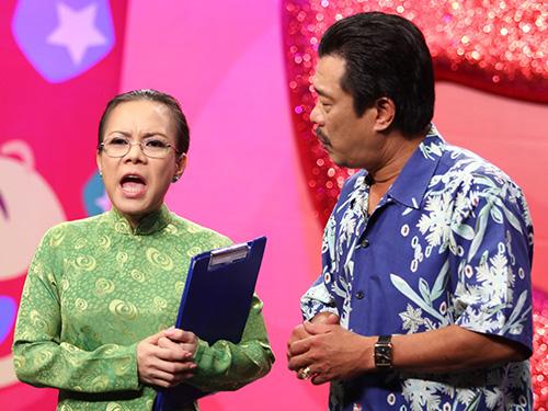 Việt Hương vai hiệu trưởng trong tiểu phẩm Toilet 5 sao Ảnh: HTV2