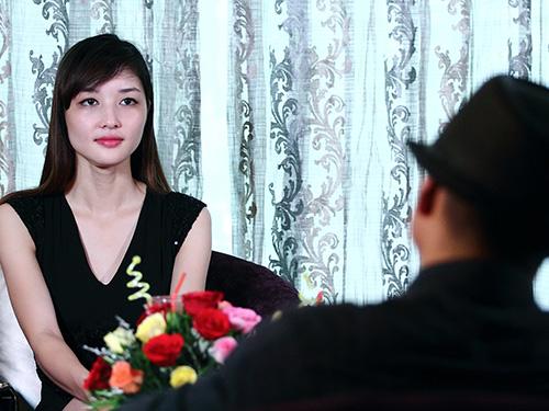 Hoa hậu Triệu Thị Hà trong chương trình Lần đầu tôi kể Ảnh: HTV2