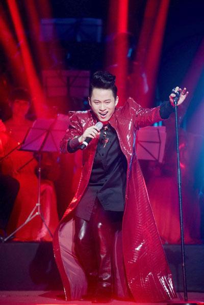 Tùng Dương lưu diễn cùng dàn nhạc giao hưởng