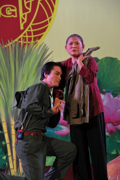 Nghệ sĩ Phương Anh và Hồng Thủy (Nhà hát Tây Đô) sẽ dự thi với trích đoạn Hoa đất