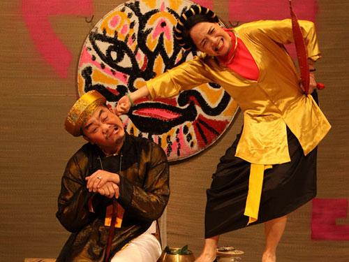 Cảnh trong vở Thị Hến du xuân  (ảnh do Nhà hát Tuổi Trẻ cung cấp)