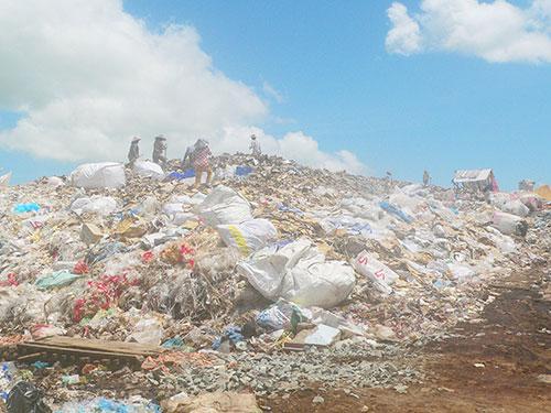 Một bãi rác lộ thiên ở tỉnh An Giang Ảnh: THANH VÂN