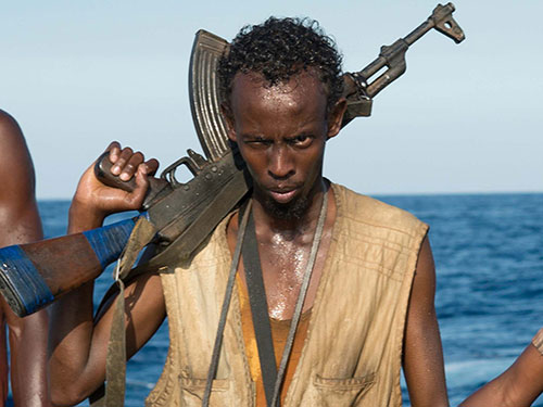 Tạo hình cướp biển Somalia của Barkhad Abdi trong phim Captain Phillips Nguồn: AP
