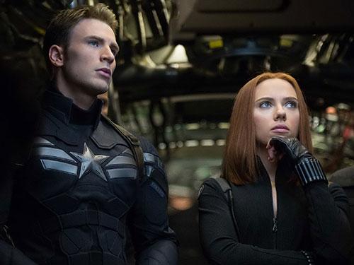 Chris Evans và Scarlett Johansson trong phim Captain America: Winter Soldier (phần tiếp theo của Captain America: The First Avenger), công chiếu từ ngày 4-4   Nguồn: WALT DISNEY