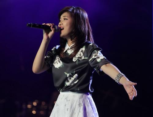 Thí sinh Hoàng Yến biểu diễn trong live show 9 Học viện ngôi sao Ảnh: BHD