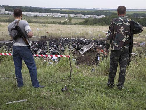 Chuyến bay MH17 của Malaysia Airlines vỡ nát trên đất Ukraine Ảnh: USA TODAY