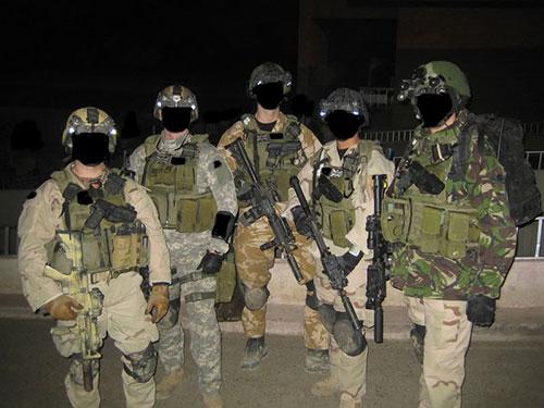 """Lính """"đặc nhiệm đen"""" Ảnh:TFB"""