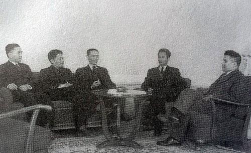Phái đoàn Việt Nam tại Hội nghị Genève năm 1954. Từ trái qua: Các ông Trần Công Tường, Hoàng Văn Hoan, Tạ Quang Bửu, Phạm Văn Đồng, Phan Anh Ảnh: TƯ LIỆU