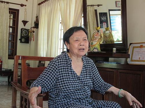 Bà Đoàn Thị Nhỏ (Tư Nhỏ) kể lại quá trình hoạt động cách mạng của mình và người chồng - ông Tư Chu (cố đại tá Nguyễn Đức Hùng), nguyên Chỉ huy trưởng Biệt động  Sài Gòn - Gia Định Ảnh: PHẠM DŨNG