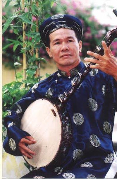 Thạc sĩ - nhạc sĩ Huỳnh Khải có công lao rất lớn khi đem kiến thức đờn ca tài tử nhân rộng khắp nơi