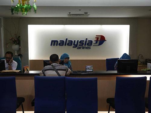 Dư luận cho rằng Malaysia Airlines sẽ gặp rất nhiều khó khăn sau khi chuyến bay MH17 gặp tai nạn kinh hoàng hôm 17-7. Ảnh: REUTERS