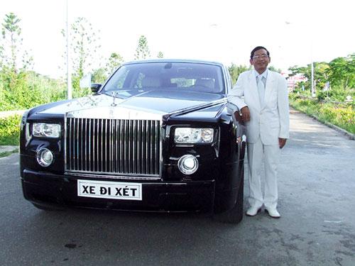 Ông Lê Ân bên chiếc Rolls-Royce Phantom. (Ảnh do nhân vật cung cấp)