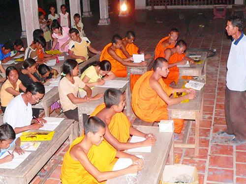 Một lớp học xóa mù chữ cho người lớn ở huyện Tri Tôn, tỉnh An Giang Ảnh: THỐT NỐT