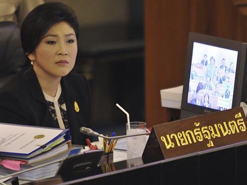 Lúc này, nụ cười đã hiếm khi nở trên gương mặt Thủ tướng Yingluck Shinawatra. Ảnh: AP
