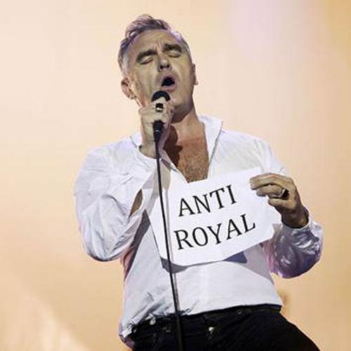Ca sĩ Morrissey vừa lên tiếng chỉ trích Hoàng gia Anh phung phí tiền thuế người dân Ảnh: WENN.COM