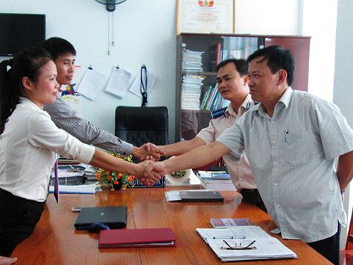 Văn phòng Thừa phát lại TP Thanh Hóa ký kết hợp tác với cơ quan thi hành án  Ảnh: TUẤN MINH
