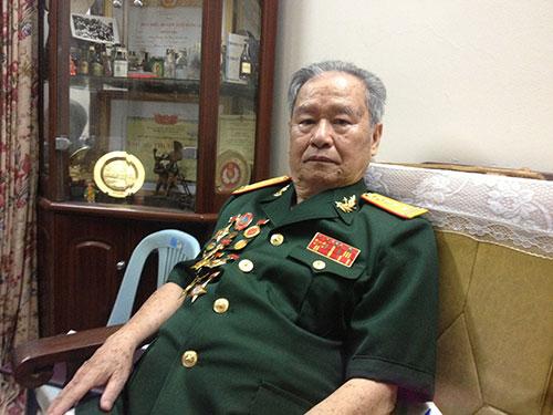 """Đại tá Hoàng Bảo nhớ lại: """"Trời mưa như trút nước nhưng dân thấy bộ đội thì mừng lắm, ùa cả ra đường"""""""