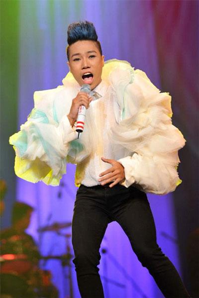 Chương trình Sao Mai - Điểm hẹn nổi tiếng của Ban Văn nghệ Đài Truyền hình Việt Nam cũng phải nhường sóng trên VTV3 cho các chương trình thi ca nhạc mua bản quyền từ nước ngoài có rating cao hơn, nguồn thu quảng cáo lớn hơn. (Ảnh do chương trình cung cấp)