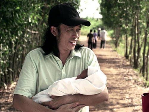 Nghệ sĩ Hoài Linh trong phim Nhà có 5 nàng tiên được báo giới nhận định sẽ có cơ hội giành chiến thắng ở hạng mục điện ảnh - phim truyền hình. (Ảnh do đoàn phim cung cấp)
