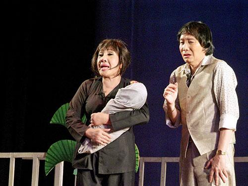 NSND Lệ Thủy và NSƯT Minh Vương trong vở Tô Ánh Nguyệt của tác giả Trần Hữu Trang