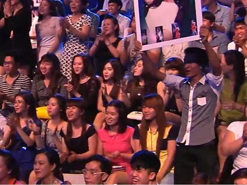 Cảnh khán giả cuồng nhiệt trong một chương trình truyền hình thực tế Ảnh: KIM KHÁNH